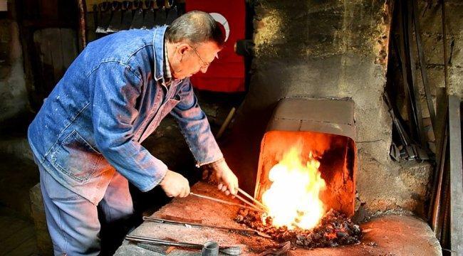 Yarım asırdır Bursa İznik'te demir dövüyor