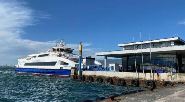 Şiddetli rüzgar nedeniyle İzmir'de deniz seferleri durduruldu