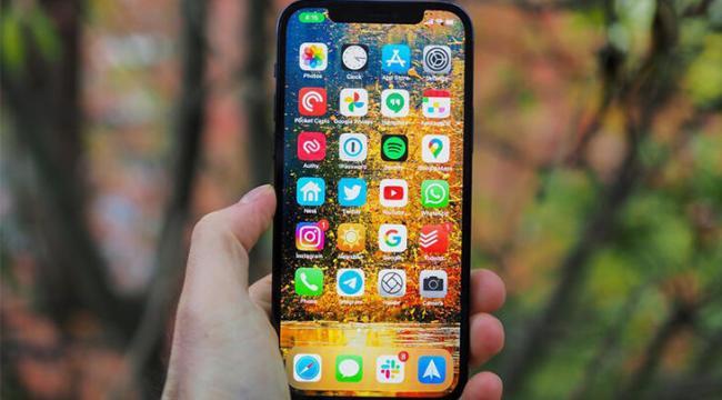 iPhone 12, iPhone 11 serisini geride bırakarak zirveye yerleşti