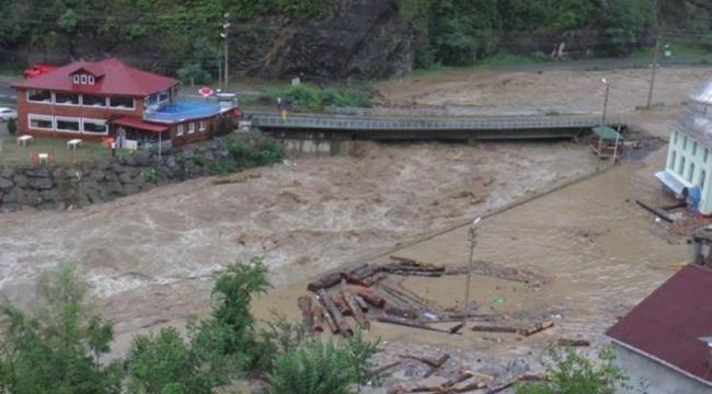 Arhavi'de sel nedeniyle üniversite, hastane, hapishane ve jandarma karakolu boşaltıldı