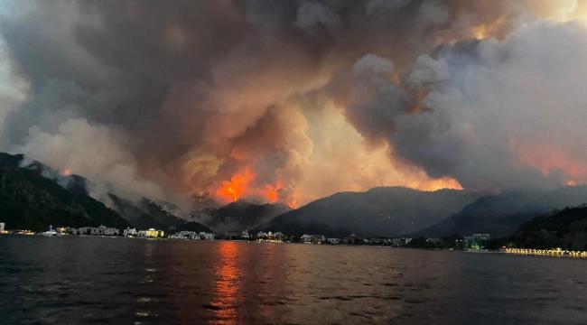 Marmaris Orhaniye'deki yangın Martı Marina'ya ulaştı. Tekneler tahliye ediliyor