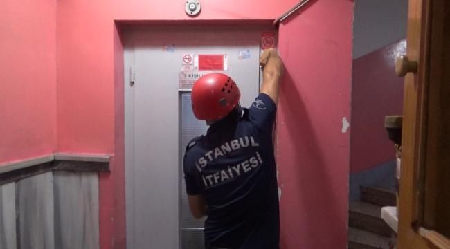 Silivri'de 3 kişilik asansöre 6 kişi binen vatandaşlar mahsur kaldı
