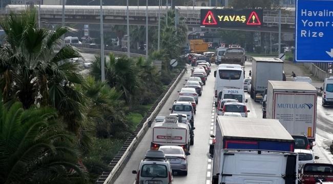 Trabzon sahil yolunda zincirleme kaza! 6 kilometrelik kuyruk oluştu